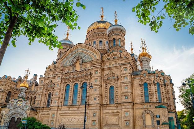 Успенская церковь летом на васильевском острове санкт-петербург россия