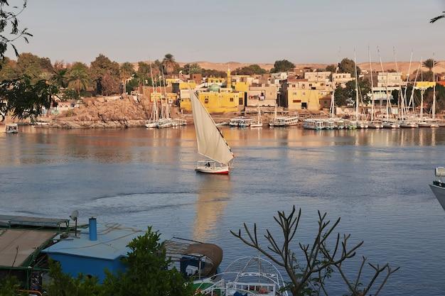 ナイル川沿いのエジプトのアスワン市