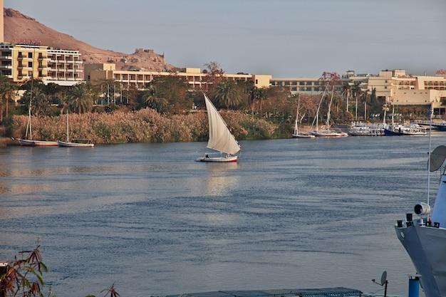 Город асуан в египте на реке нил