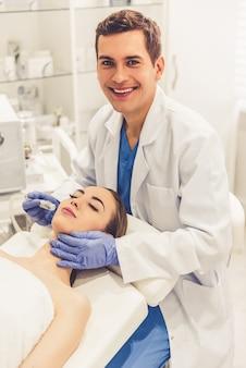 У косметолога
