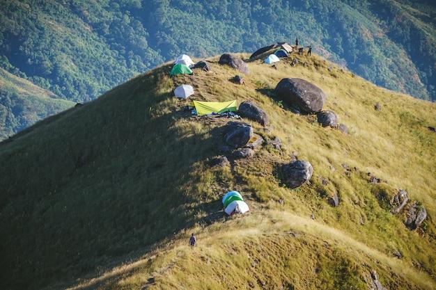 多くの旅行者がハイキングやキャンプに来ているので、マウントミュレイトのピークには新しい人気のアトラクションがあります。