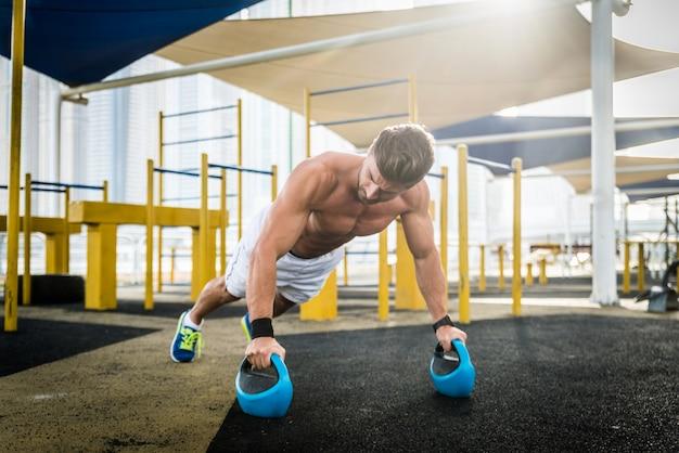 Тренировка спортсмена на открытом воздухе