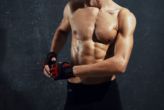 アスリート男性アスリートトレーニングエクササイズ孤立した背景フィットネス