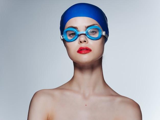 水泳帽の専門家の運動の女性