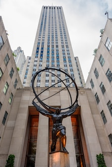 Atlas statue in rockfeller center