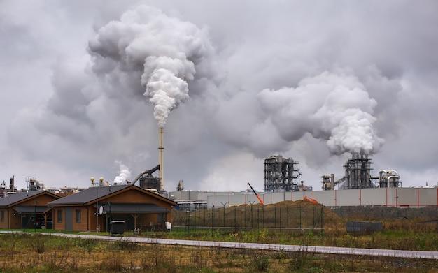 Загрязнение атмосферного воздуха промышленным дымом