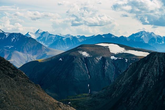 氷河のあるロッキー山脈への大気のアルプスの風景