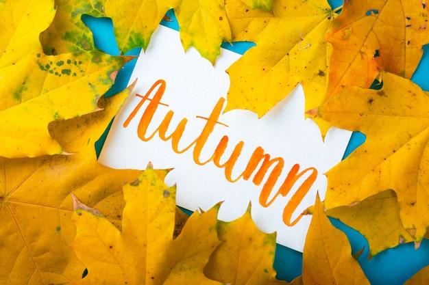 雰囲気のある秋の背景紅葉の碑文秋
