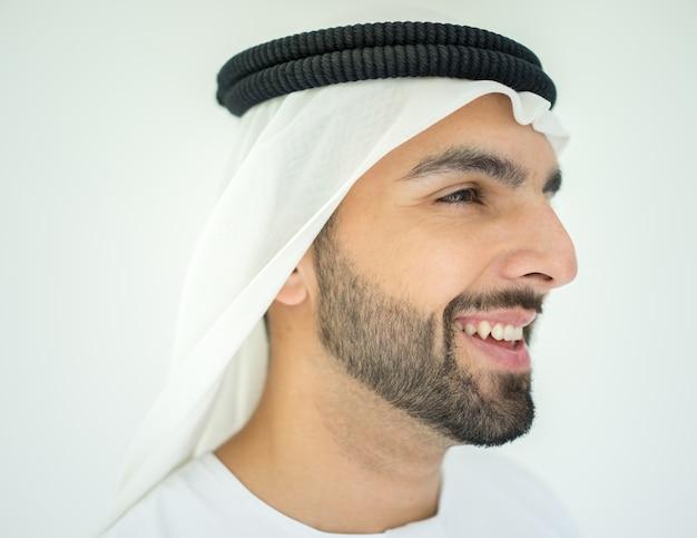 魅力的なアラブ人のイスラム教徒