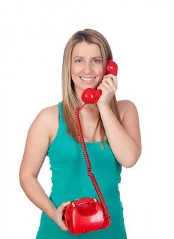赤の電話で魅力的なブルネットの女の子は、白い背景に
