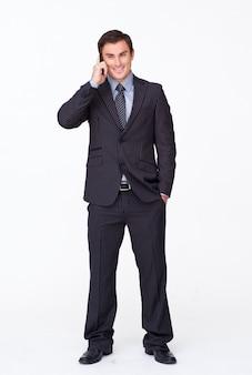 白と電話で魅力的なビジネスマン