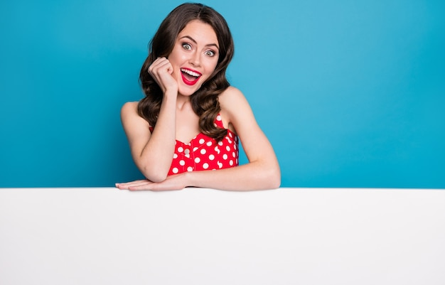 魅力的な感動の女性無駄のない手空の広告バナー