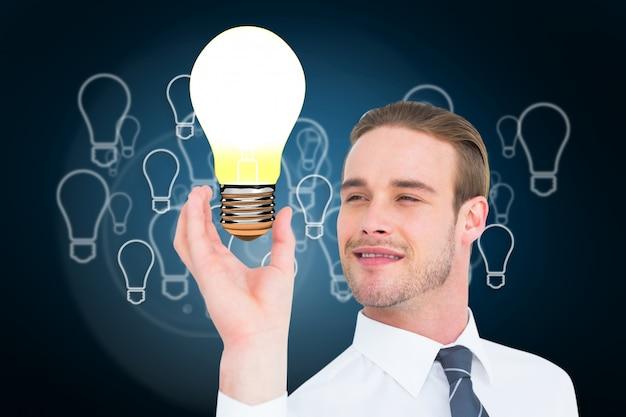 電球の光で魅力的な男 無料写真