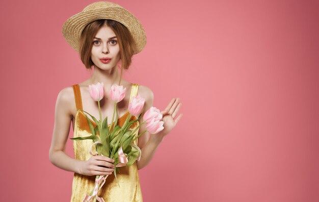 魅力的な女性の魅力の花束の花の休日の女性の日