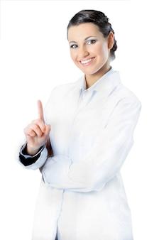 Привлекательная женщина-врач. отдельный на белом фоне.