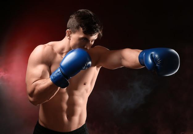 매력적인 젊은 권투 선수