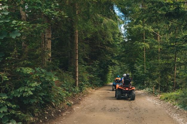 Экстремальное путешествие на квадроцикле по бездорожью