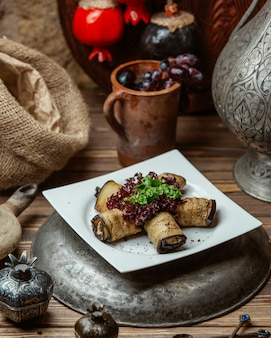 Баклажановый рулет со сливочным сыром и грецким орехом