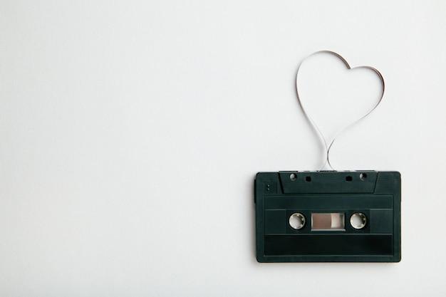 Аудио кассета с магнитной лентой в форме сердца