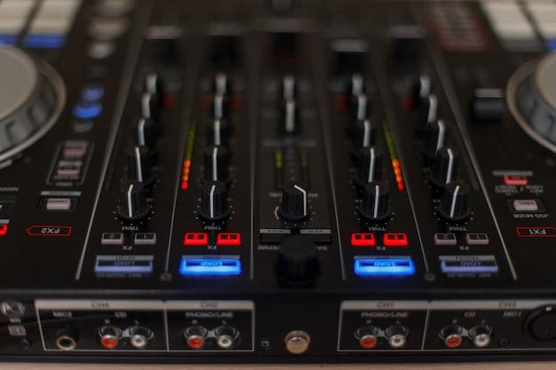 オーディオコントローラー。 dj用ミキサー