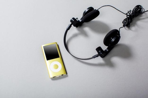 Audio headphones with cord