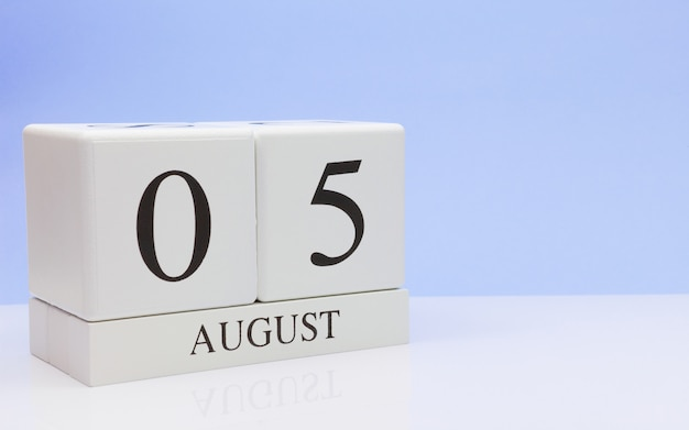 August 05st. day 5 of month, daily calendar on white table
