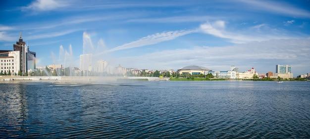 Август, 2020, казань, татарстан: набережная озера кабан в казани, татарстан