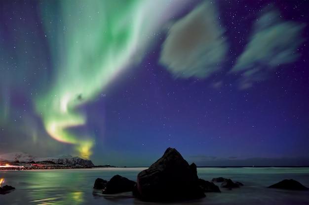 オーロラオーロラ。ロフォーテン諸島、ノルウェー