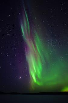 북극광. 오로라 밤 사진 북극권
