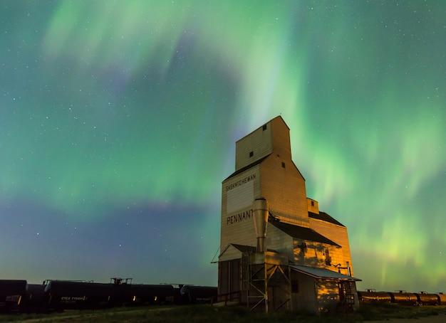 オーロラ・ボレアリス、カナダ、サスカチュワン州、ペナントの歴史ある穀物エレベーター
