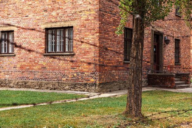 Музей нацистского концлагеря аушвиц-биркенау в польше. еврейская тюрьма освенцим в оккупированной польше во время второй мировой войны и холокоста.