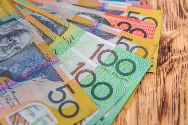 호주 달러는 책상에 가까이