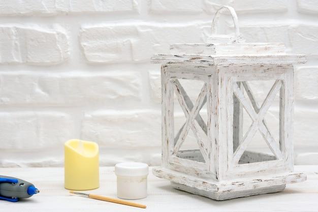 Настоящий белый картонный фонарь для свечи