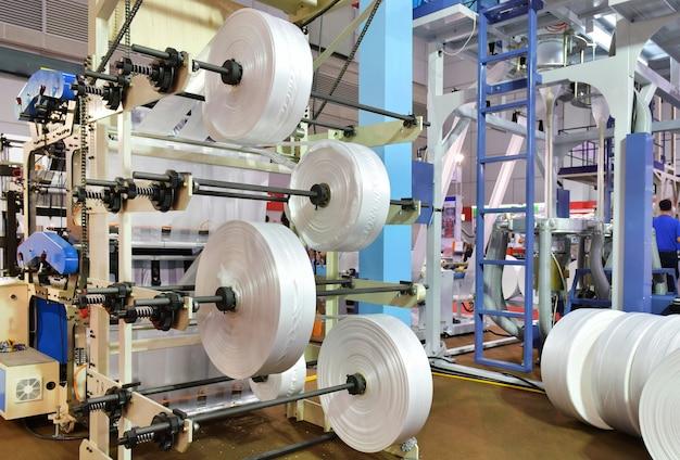 自動化された生産ラインの白いビニール袋工業用