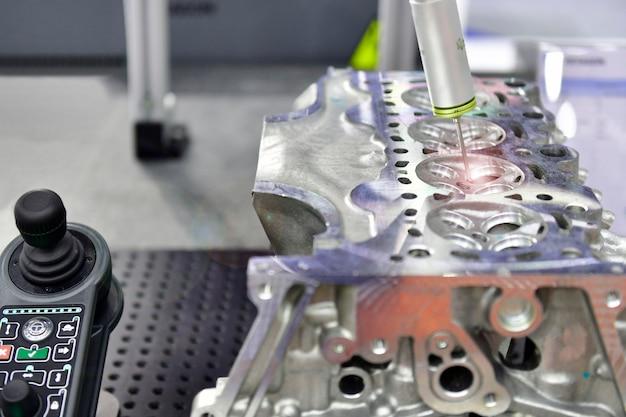 Автоматическая координатно-измерительная машина ким для высокоточного контроля блока цилиндров во время работы
