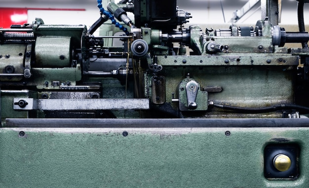 Automatic lathe machine control by camshaft for industria.