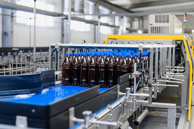 Automatic line for vacuum packaging in a brewery.