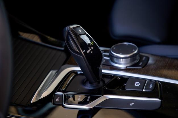 Автоматическая коробка передач в престижном автомобиле