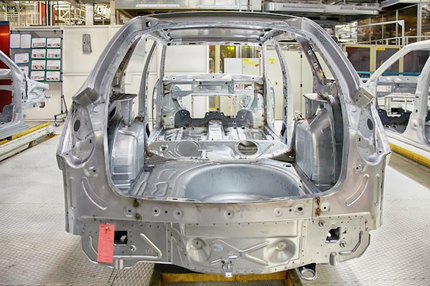 自動車工場の車体