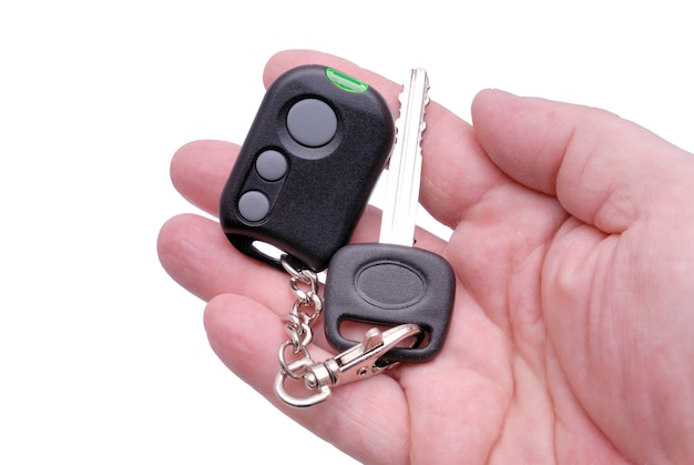 手にカーアラームシステムからの自動車のキーとリモートコントロールパネル。