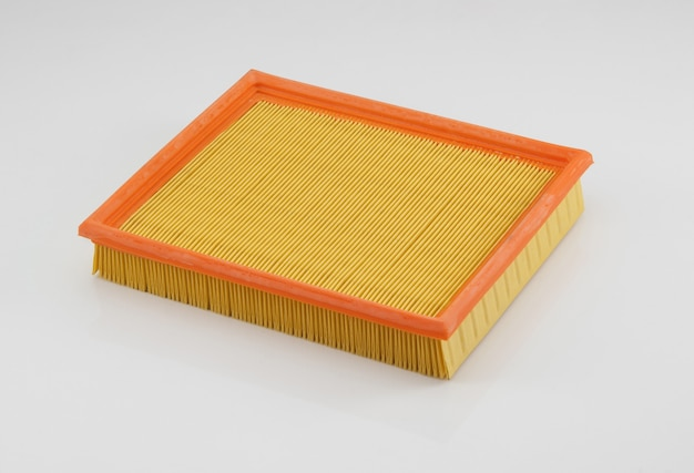 Автомобильный фильтр квадратной формы оранжевого цвета на белом фоне