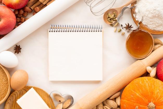 텍스트 복사 공간이 있는 가을 베이킹 배경 테두리 프레임 디자인. 요리 재료 호박, 사과, 밀, 허니 버터 가루 견과류, 토닝, 밝은 오렌지 색상