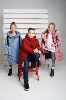 아이들을위한 옷의 가을 컬렉션