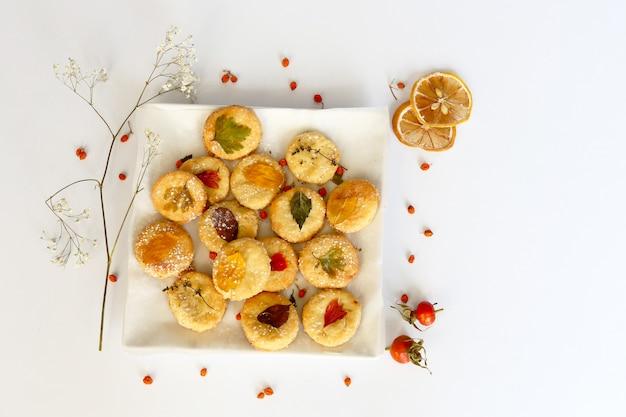 秋の組成、秋の紅葉と自家製クッキー
