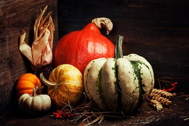 Осенняя композиция в деревянном ящике