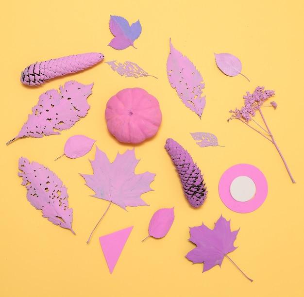 塗られた葉とカボチャの秋の構成。最小限のフラットレイスタイリッシュアート