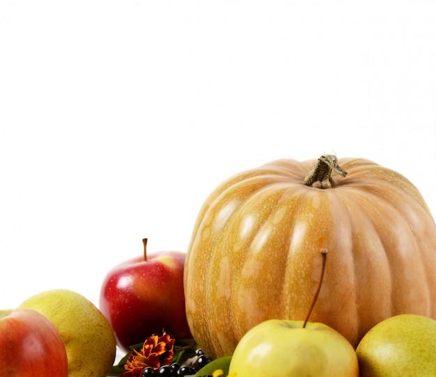 野菜や果物の背景の秋の組成