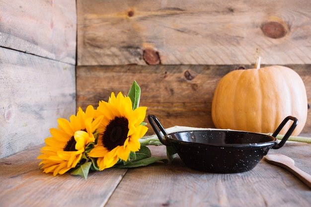 Composizione di autunno con pan e girasoli