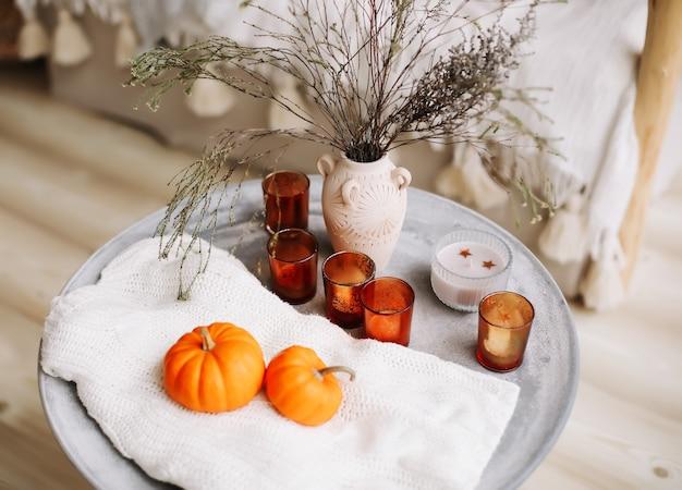 Осенняя композиция с тыквами осенняя осень хэллоуин день благодарения концепция