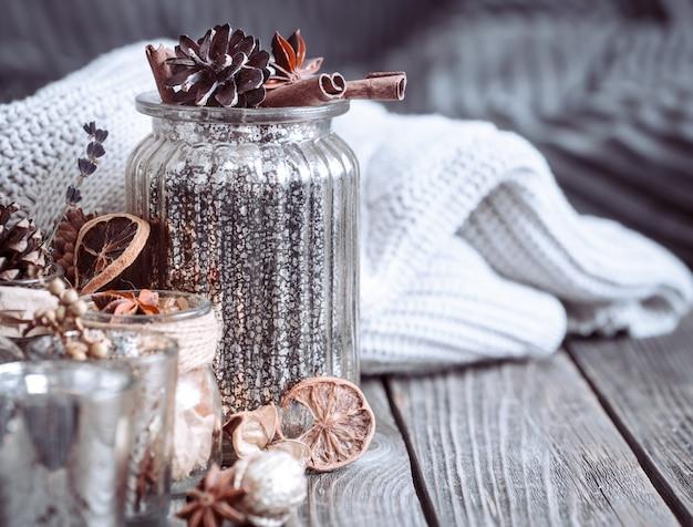 Осенняя композиция с вазами и специями